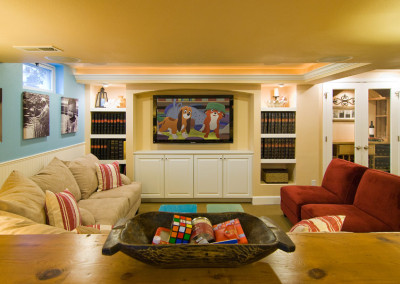Family friendly HGTV flatscreen family room