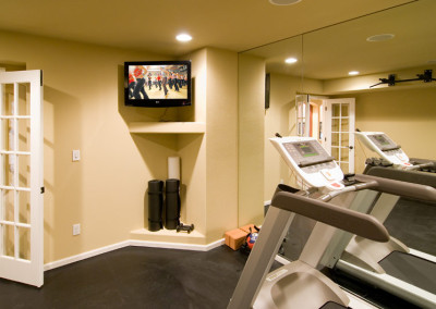 fitness room flat screen hgtv on wall